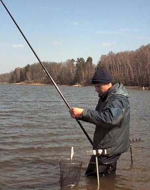 ловля маховой удочкой с лодки