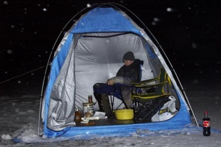 Если ловить леща ночью, лучше использовать специальную палатку