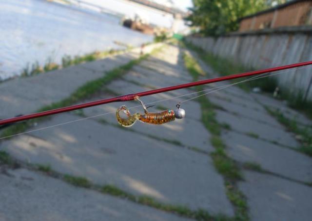 К стационарным относятся все джиг-головки, весящие меньше 4 грамм, так как при таком весе крючок может крепиться к грузу достаточно жестко