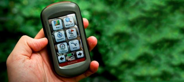 Работают портативные навигаторы от стандартных «пальчиковых» аккумуляторов, которыми можно предварительно запастись, либо от обычных батареек, доступных в любом сельском ларьке