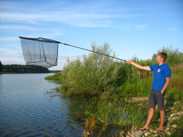 Подсачек необходим для того, чтобы не упустить рыбу на последней стадии вываживания