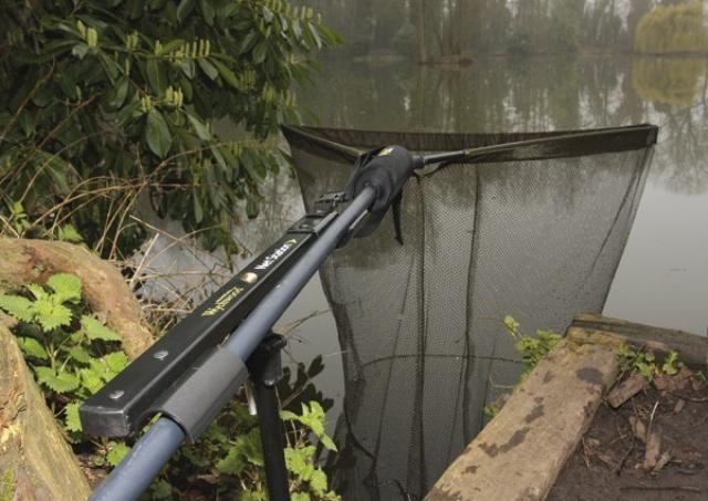 Выбирая рыболовный аксессуар, стоит обратить внимание на породу рыбы, место ловли, материал, из которого сделан обруч