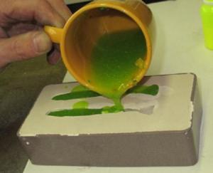 Сделать приманку самому, можно расплавив силикон или старые приманки